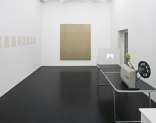 """Cheyney Thompson – """"The End of Rent Control and the Emergence of the Creative Class"""" installation view Galerie Daniel Buchholz, Köln 2006"""