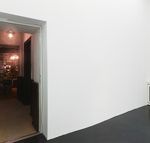 Henrik Olesen – Cast 4, 2011 polyurethan cast, 2 parts 275 and 338 cm (Ø 0,5 / 1,2 cm) installation view Galerie Buchholz, Köln 2011