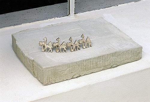 """Stefan Thater – """"Karawane"""", 2005 concrete, metal 40 x 29 x 11 cm"""