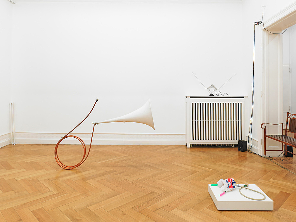 "Tony Conrad – ""Invented Acoustical Tools"" Instruments 1966-2012 installation view Galerie Buchholz, Berlin 2012"