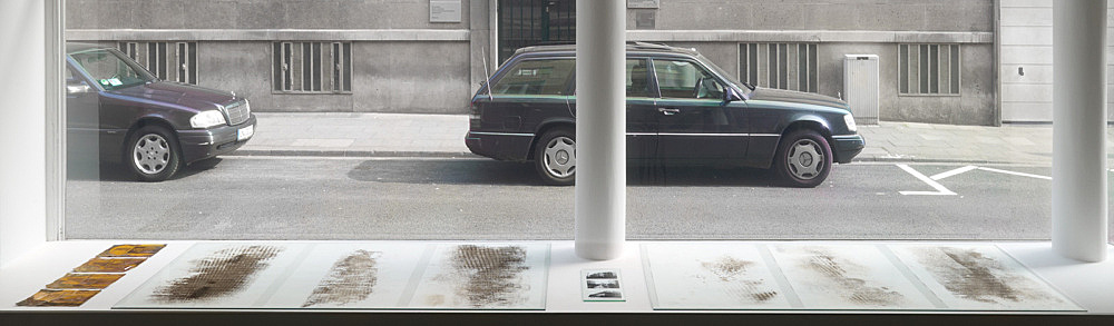 "Sam Lewitt – ""Lineament Pulls"", 2013 6 asphaltum on blotter paper, each 96,5 x 70 cm 4 etchings on copper-clad plastic, each 21,7 x 30,3 cm 3 pigment prints on RC paper, each 12 x 15,5 cm"