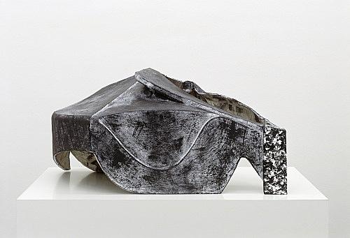 Vincent Fecteau – Untitled, 2006 papier-mâche 35 x 78 x 56 cm