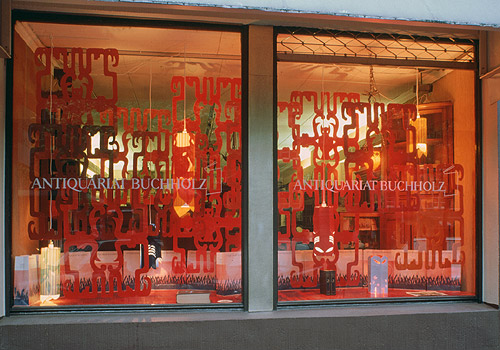 "Pae White – ""Thoughts on Owls by Men of Letters"" window display installation view Antiquariat Buchholz, Köln 2001"