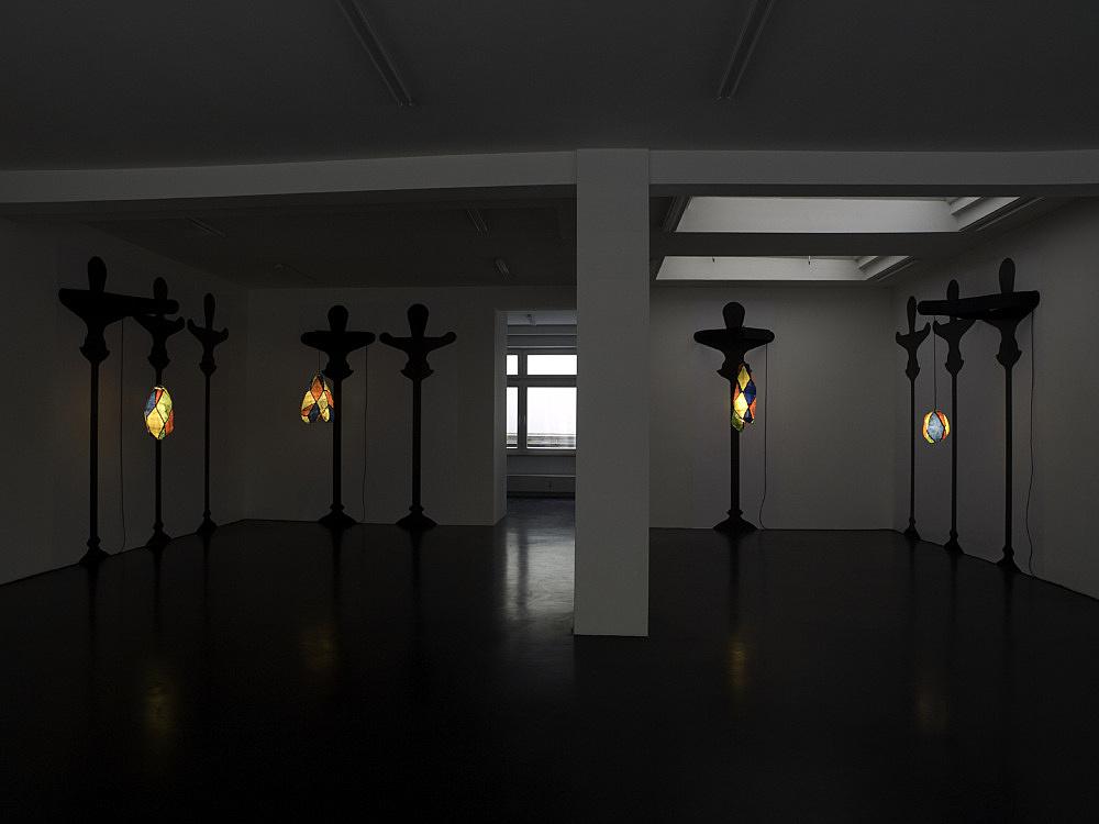 "Enrico David – ""Bulbous Marauder"" installation view Galerie Daniel Buchholz, Köln 2008"