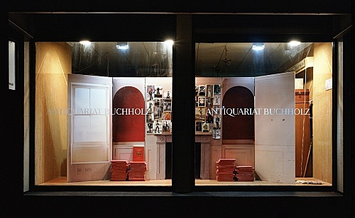 Mark Leckey – installation view, window display, Antiquariat Buchholz, Köln 2004
