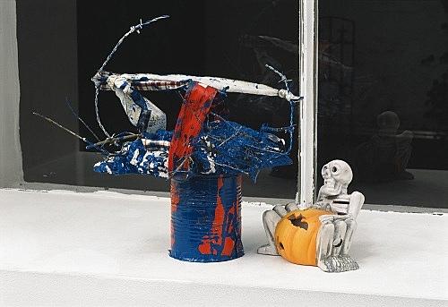 "Isa Genzken – ""Kinder filmen"" installation view Galerie Daniel Buchholz, Köln 2005"