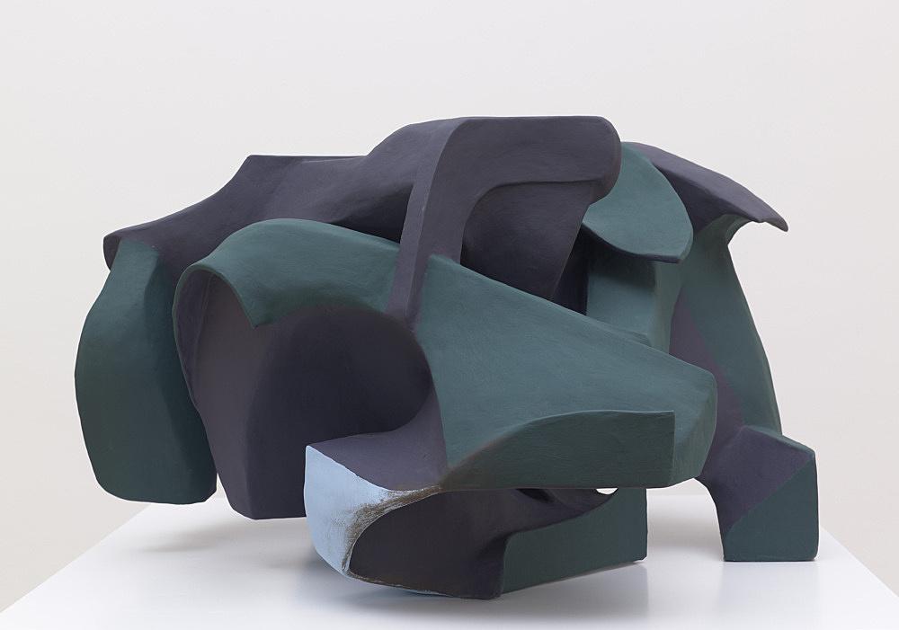 Vincent Fecteau – Untitled, 2012 papier-mâché, acrylic paint 57 x 103 x 97 cm