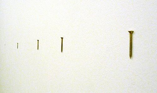"""Henrik Olesen – """"1 + 3 Schrauben"""", 2008 metal screws each 4 x 0,7 cm"""