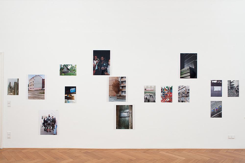 Wolfgang Tillmans – Installation Zwei, 2010 wall installation with 15 c-prints 586 x 350 cm