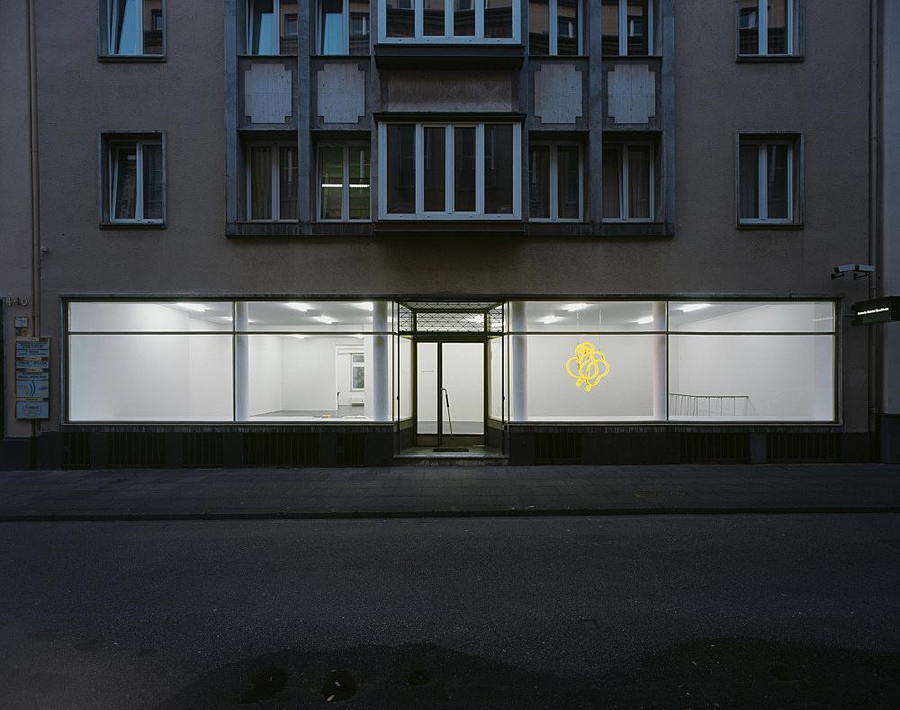 "Cerith Wyn Evans – ""Socle du Monde"" installation view Galerie Daniel Buchholz, Elisenstraße 4-6, 2007"