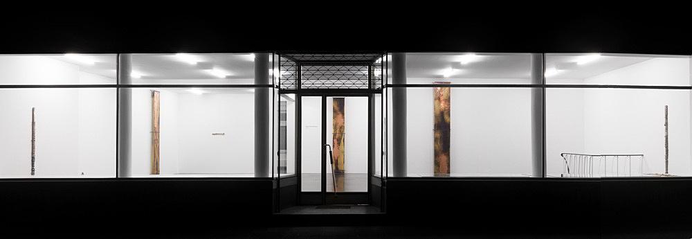 "Sam Lewitt – Sam Lewitt ""International Corrosion Fatigue"" installation view Galerie Buchholz, Köln 2013"