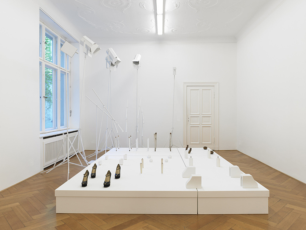 Cosima von Bonin – FREUDEN UND LEIDEN EINES OPIUMRAUCHERS (GRANDVILLE-AND-THE-DECISION-AT-GRANDVILLE-VERSION), 2002/2011 wood, metall, lacquer, corrugated cardboard, 2 pairs of shoes (YSL) dimensions variable