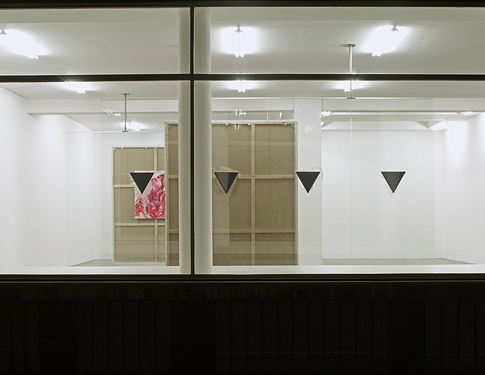 "Jutta Koether – ""New Yorker Fenster"" installation view Galerie Daniel Buchholz, Köln 2008"