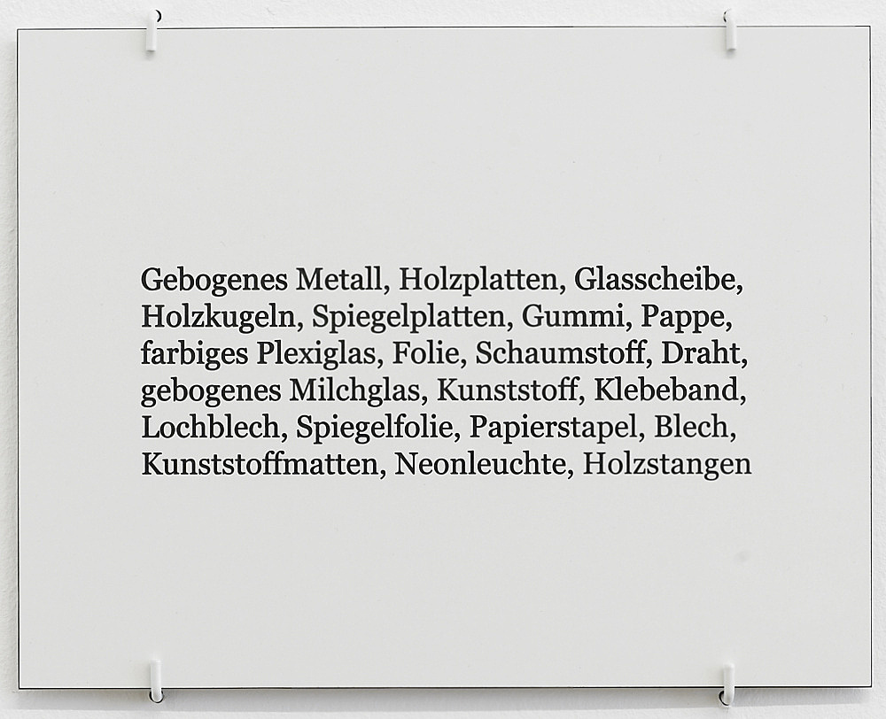 """Nairy Baghramian – """"Formage de tête (Étiquette)"""", 2011 formica 19 x 24,5 cm"""