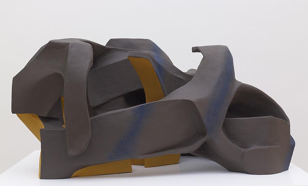 Vincent Fecteau – Untitled, 2012 papier-mâché, acrylic paint 59 x 123 x 90 cm