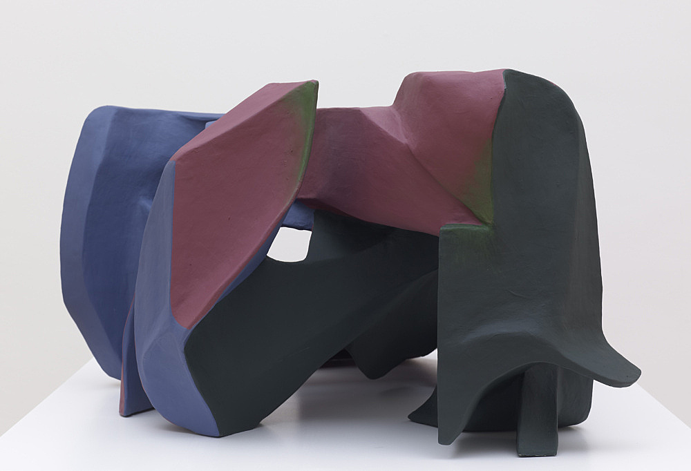 Vincent Fecteau – Untitled, 2012 papier-mâché, acrylic paint 52 x 110 x 90 cm
