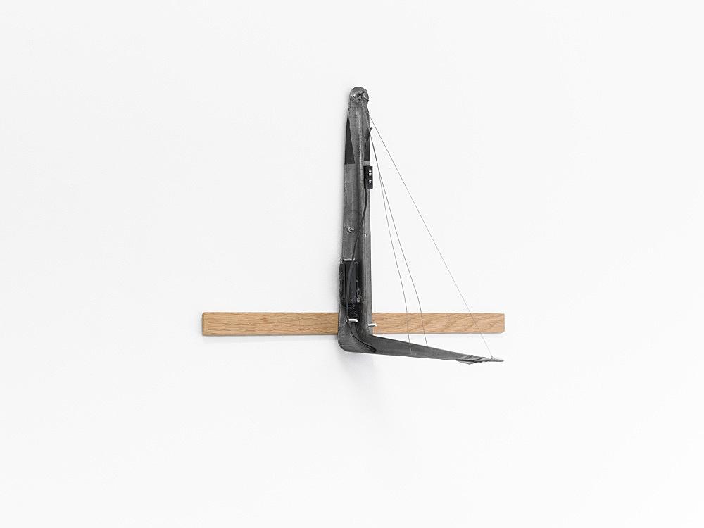 "Tony Conrad – ""L-Bracket with Three Strings"", 2002 bowed wire (hand stretched), L-bracket, electric pickup 35 x 40 x 26 cm"