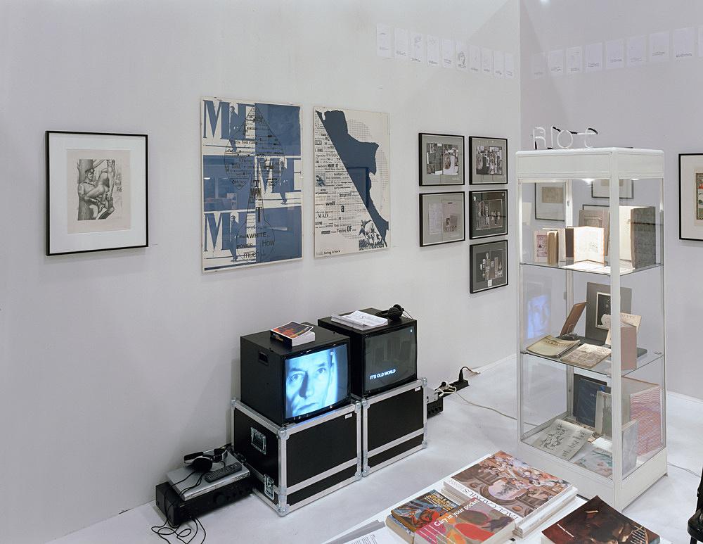 """""""Abschied von den Eltern"""" – installation view Art Cologne – Open Space, Galerie Daniel Buchholz, Köln 2005"""