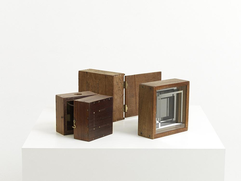 Rodney Quiriconi – Untitled, 1966-67 construction, wood, glass, metal, mirrored glass 16,5 x 16,5 x 6,35 cm 12,7 x 12,7 x 12,7 cm 16,5 x 16,5 x 6,35 cm