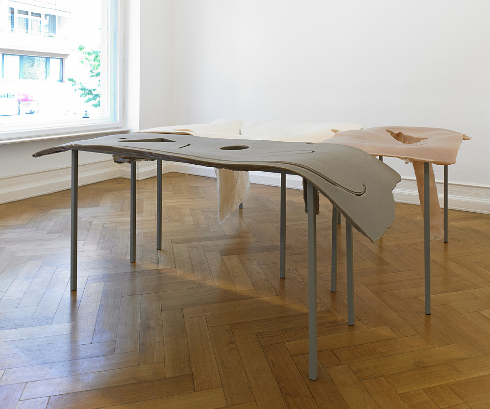 """Nairy Baghramian – """"Formage de tête"""" installation view Galerie Buchholz, Berlin 2011"""