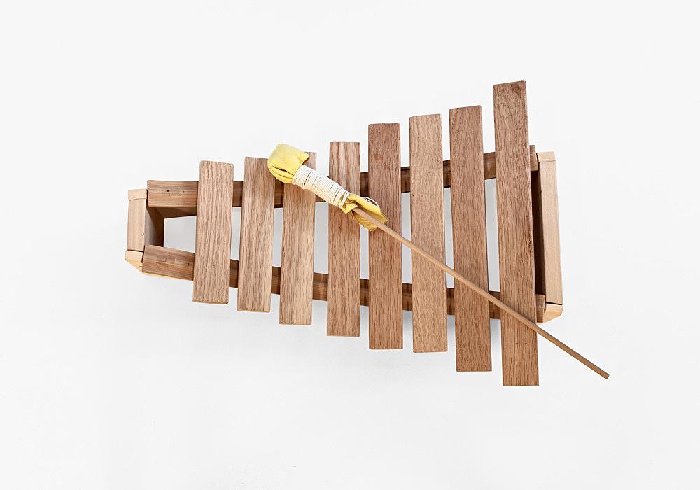 """Tony Conrad – """"Harmonic Xylophone"""", 1997 wooden xylophone, mallet 48,3 x 34,9 x 10,2 cm"""