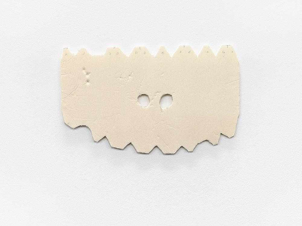 """Tony Conrad – """"Piano Player"""", 2009 foam core 28,8 x 47,8 x 0,6 cm"""