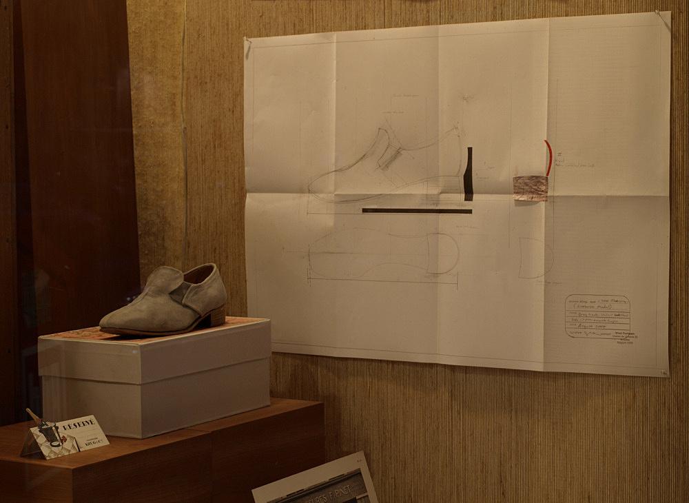 """Simon Thompson – """"New Window"""" installation view Antiquariat Buchholz, Köln 2007"""