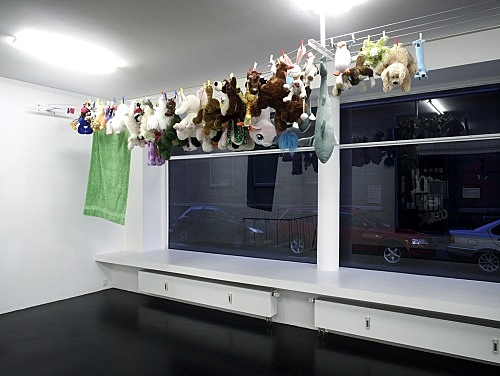 "Cosima von Bonin – ""MARATHON"", 2008 clothesline, clothes-pins, soft toys dimension variable installation view Galerie Daniel Buchholz, Köln 2008"