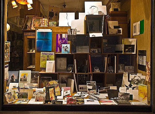 """Quodlibet II"" – window display installation view Antiquariat Buchholz, Köln 2009"