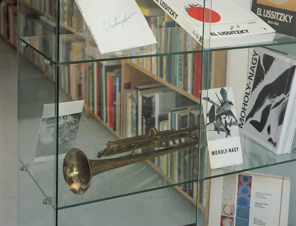 Florian Pumhösl – Georges Vantongerloo's Trumpet installation view Antiquariat Buchholz, Köln 2005
