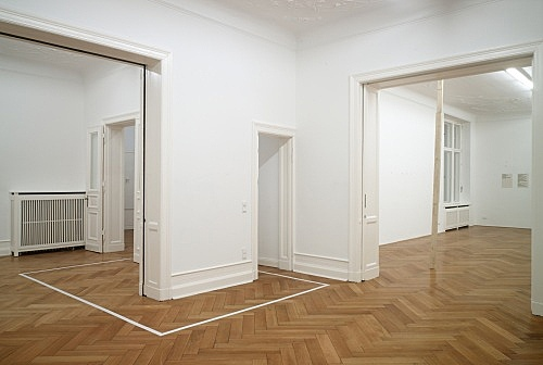 "Henrik Olesen – ""2,78 x 3,98m"", 2008 adhesive tape 278 x 398 cm installation view Galerie Daniel Buchholz, Berlin 2008"