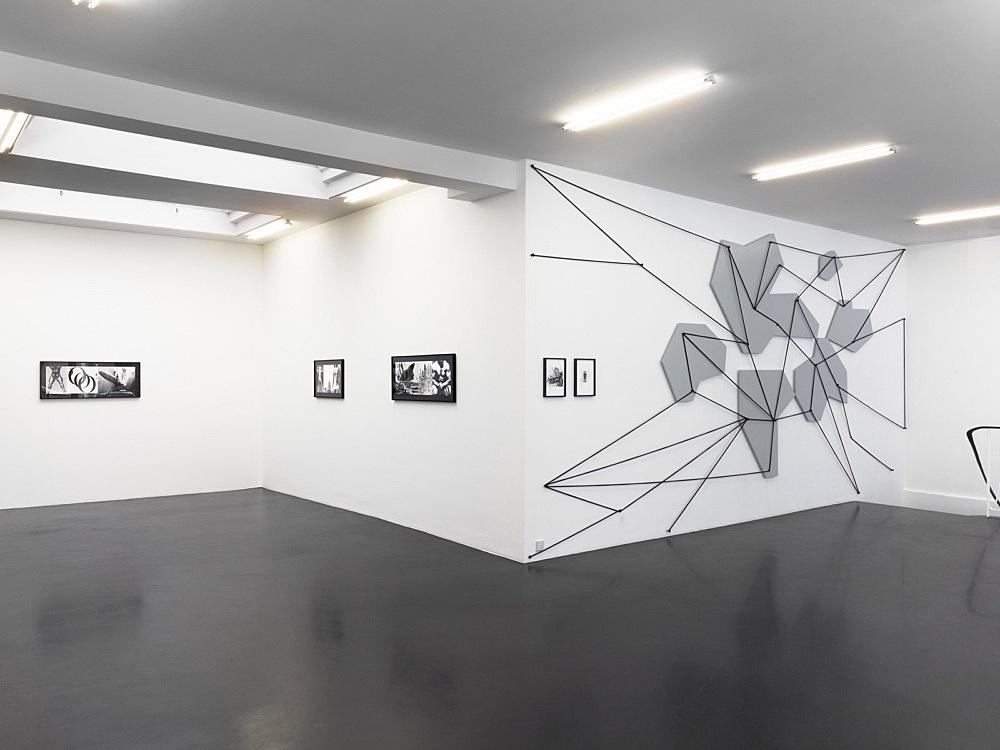 """Julian Göthe – """"Oooo!"""" installation view Galerie Buchholz, Köln 2011"""