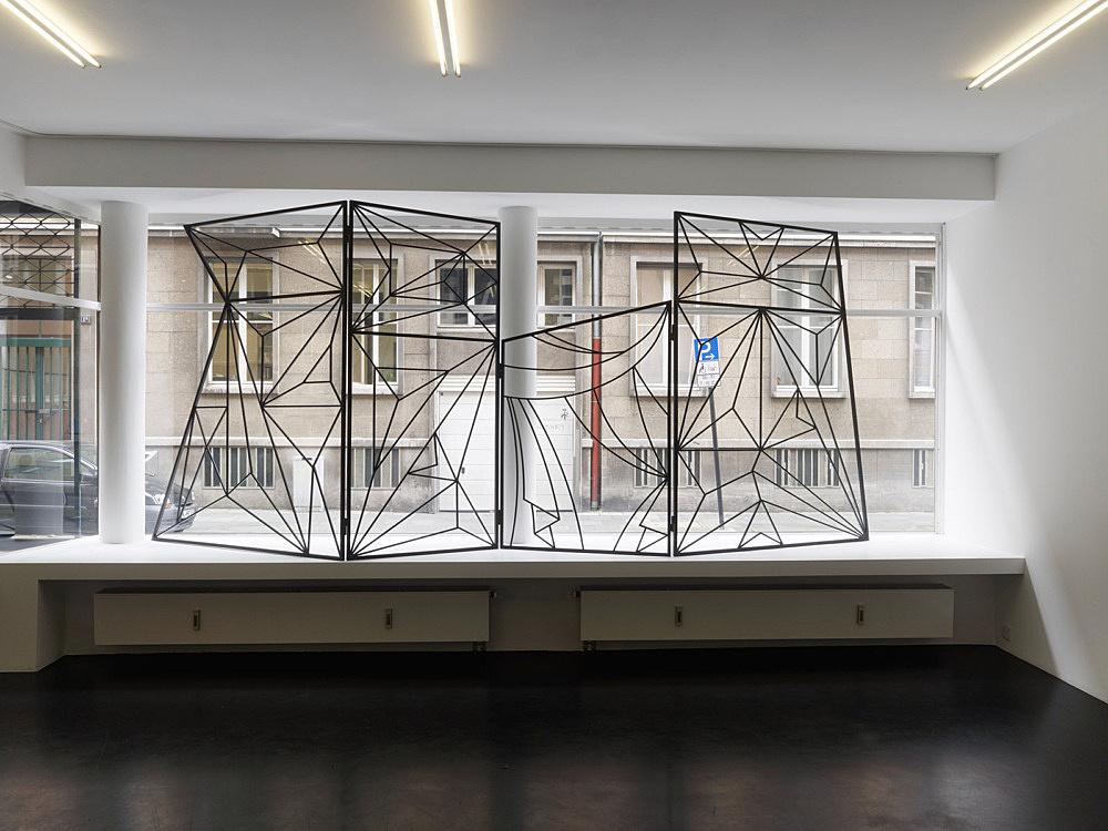 "Julian Göthe – ""Don't Look Now 1"", 2008 4 parts, powder coated steel 210 x 540 cm installation view Galerie Buchholz, Köln 2011"