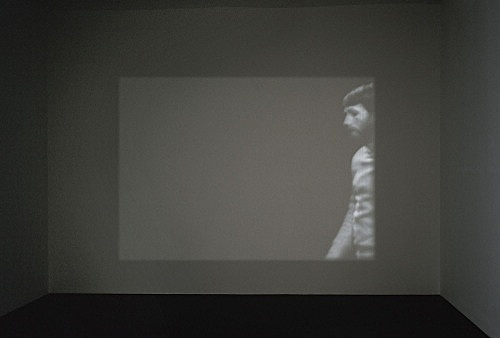 "Mathias Poledna – ""Version"", 2004 16mm-film, 10'10"", b/w, silent installation view Galerie Daniel Buchholz, Köln 2006"