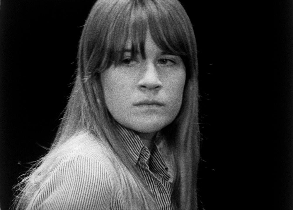"Mathias Poledna – ""Version"", 2004 16mm-film, 10'10"", b/w, silent 16mm frame enlargement"