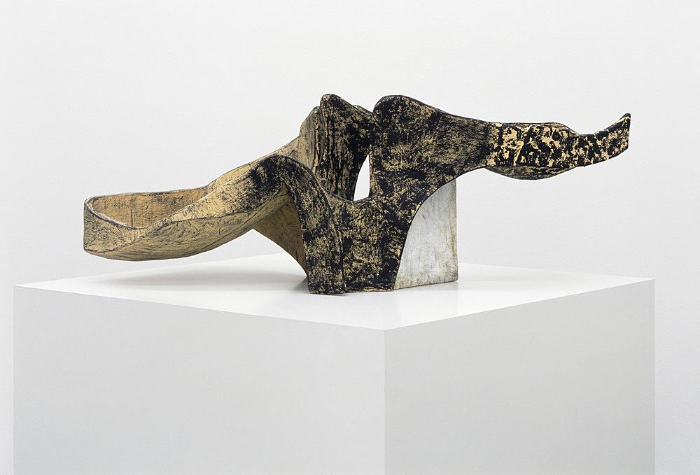 Vincent Fecteau – Untitled, 2006 papier-mâche 34 x 90 x 43 cm