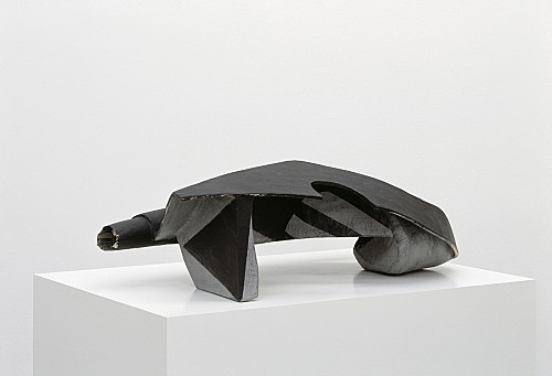 Vincent Fecteau – Untitled, 2006 papier-mâche 27 x 78 x 43 cm