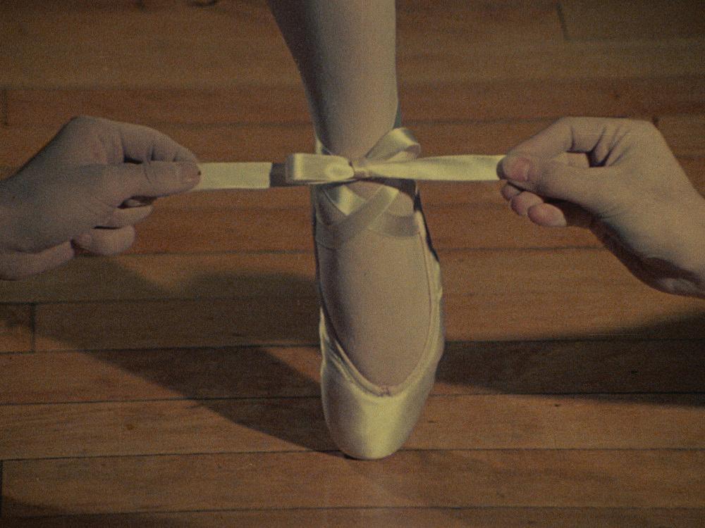 """Jack Goldstein – """"A Set of ten 16mm-films"""", 1974-1978 """"A Ballet Shoe"""" 1975 16mm, color, silent, 19'' filmstill"""