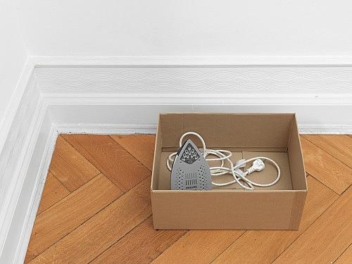 """Henrik Olesen – """"Bügeleisen (Steam Iron)"""", 2013 Philips Steamglide Azur 2400 W, cardboard box 30 x 43 x 31 cm"""