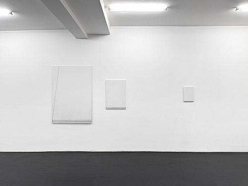 "Florian Pumhösl – ""Cliché 13"", 2012 3 parts, stamping with oil paint on ceramic plaster 146,5 x 102,5 x 2 cm 73,4 x 51,4 x 2 cm 36,6 x 25,6 x 2 cm installation view, Galerie Buchholz, Köln 2013"
