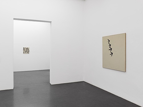 Martin Barré – Paintings and Photo-Conceptual Works, 1967-1976 installation view Galerie Buchholz, Köln 2013