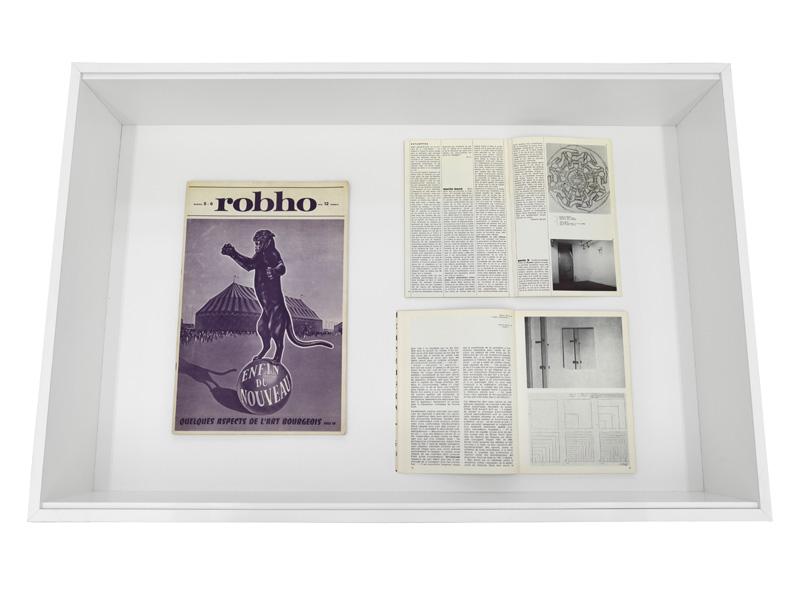 """Martin Barré – Vitrine: 1. Robho, No. 5-6, Paris 1971, with text by Jean Clay: """"Quelques aspects de l'Art bourgeois: la non intervention"""" 2. Catherine Millet: """"Martin Barré"""", in: Opus International 17, Ed. Georges Fall, Paris 1970, pp. 46-47 3. Catherine Millet: """"L'art conceptuel comme sémiotique de l'art"""", in: VH 101, Editions Essellier, Zürich 1970"""