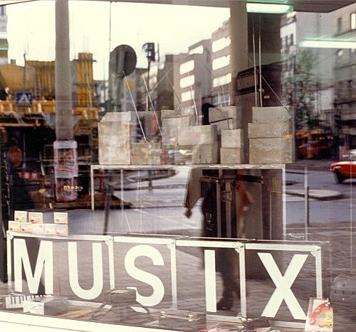 """Isa Genzken – """"Weltempfänger"""" installation view Musix GmbH, Köln 1987"""