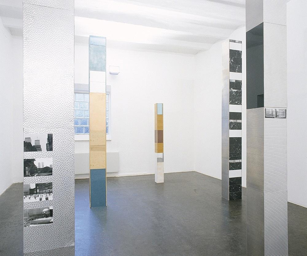 Isa Genzken – installation view Galerie Daniel Buchholz, Köln 1998