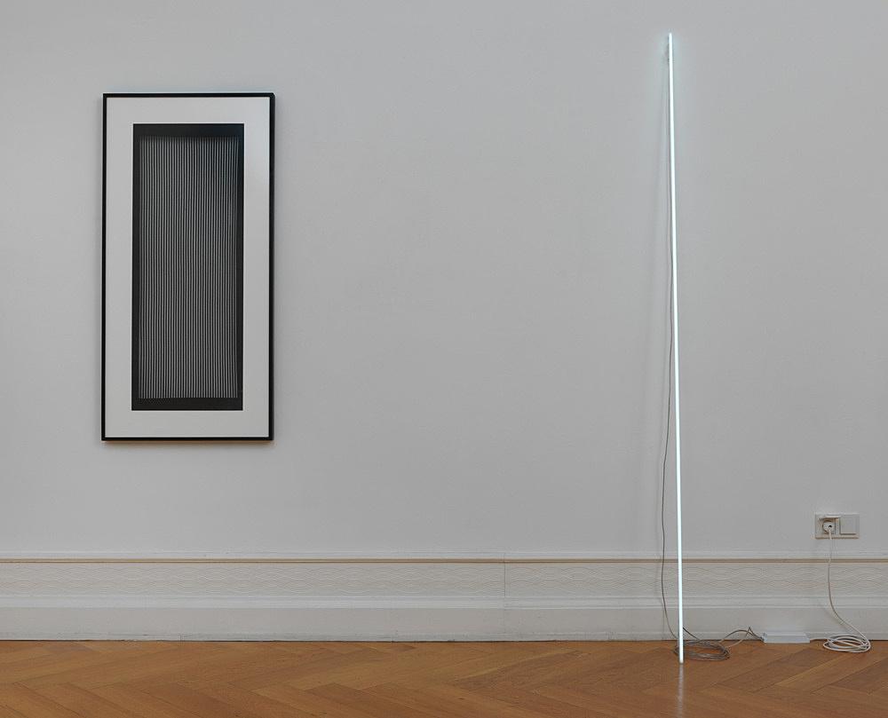Cerith Wyn Evans – Leaning Horizon (neon 8000 Kelvin, 2.2 m), 2015 neon height 220 cm diameter 1,2 cm & Katagami Screen 3, 2015 paper stencil, mulberry paper, persimmon lacquer, silk thread, artist frame 124,5 x 62 x 4 cm