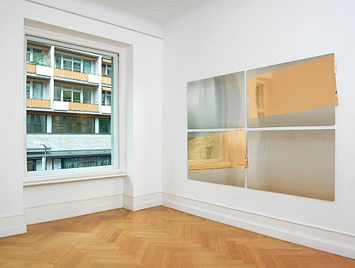 "Isa Genzken – ""Gold und Silber"", 2015 4 parts, steel panels, mirror foil overall dimensions: 185.5 x 269 cm installation view Galerie Buchholz, Berlin 2015"