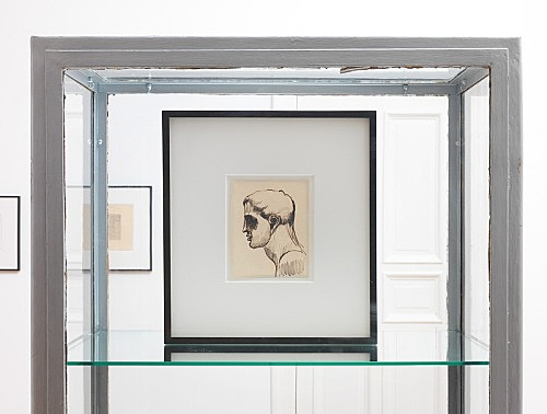 """Elie Nadelman – double sided drawing: """"Male Head in Profile"""" ca. 1915 ink, pencil, and red pencil on paper & red pencil on paper 16,5 x 13,5 cm installation view Galerie Buchholz, Berlin 2015"""