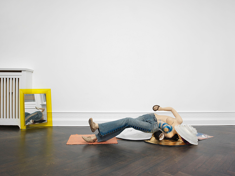"Isa Genzken – ""Schauspieler"", 2013 mannequin, fabric, shoes, plastic, lacquer, mirror, color print on paper installation dimensions variable installation view Galerie Buchholz, Berlin 2015"