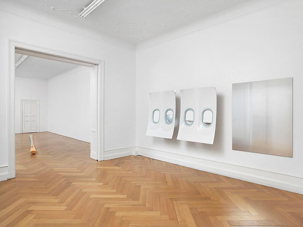 Isa Genzken – Untitled, 2014 3 parts, plastic, metal, plastic foil 129 x 105 x 21.5 cm 129 x 105 x 21.5 cm 150 x 120 cm installation view Galerie Buchholz, Berlin 2015