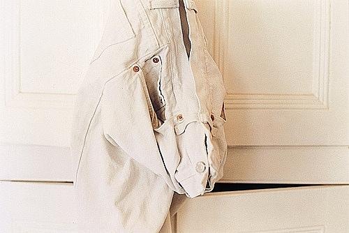 "Wolfgang Tillmans – ""white jeans on white"", 1991 c-print 30,5 x 40,6 cm"